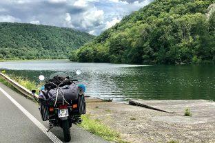 Nuestros consejos si conduces con la moto cargada