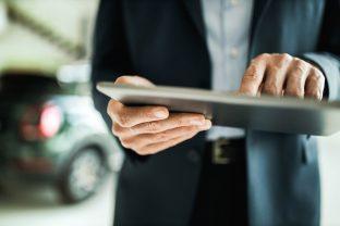 Comprar un coche cada día más rápido: internet y el alquiler ganan adeptos