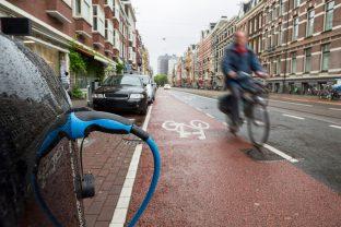 ¿Y si los coches comunicaran con las bicis y scooters eléctricos para evitar accidentes?