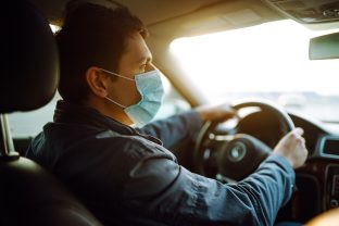 Demasiado caro, puntos de recarga insuficientes… Por qué los automovilistas le dan la espalda al coche eléctrico